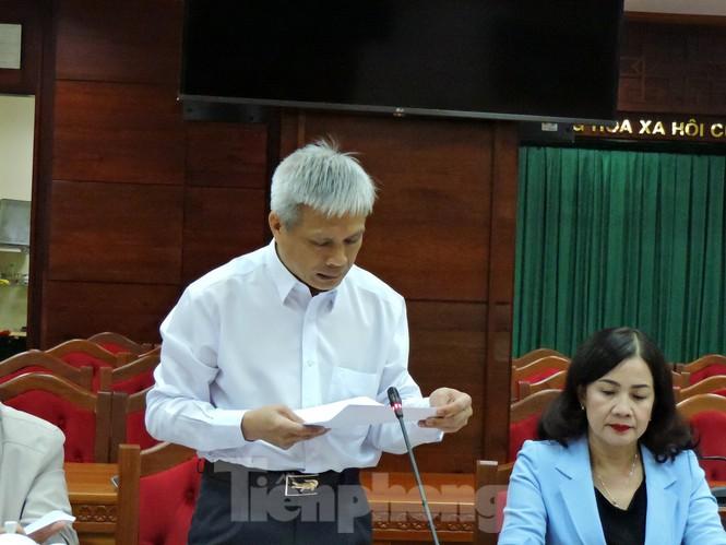 Đại diện Sở Y tế Đắk Lắk báo cáo trong cuộc họp.