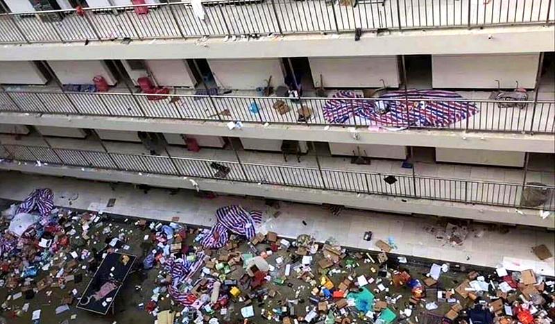 Hơn 10 trường đại học ở Vũ Hán được trưng dụng, đồ đạc của sinh viên bị ném xuống lầu (ảnh 2)