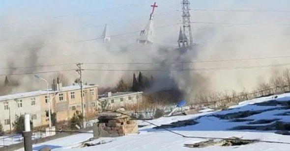 Nhà thờ Golden Lampstand ở tỉnh Sơn Tây đã bị cảnh sát phá hủy. (Ảnh: AP)