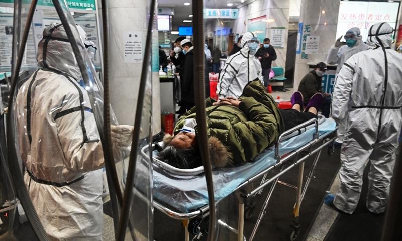 Dịch bệnh viêm phổi tại Vũ Hán bùng phát khiến tài nguyên y tế ở Vũ Hán đang bị thiếu hụt nghiêm trọng.