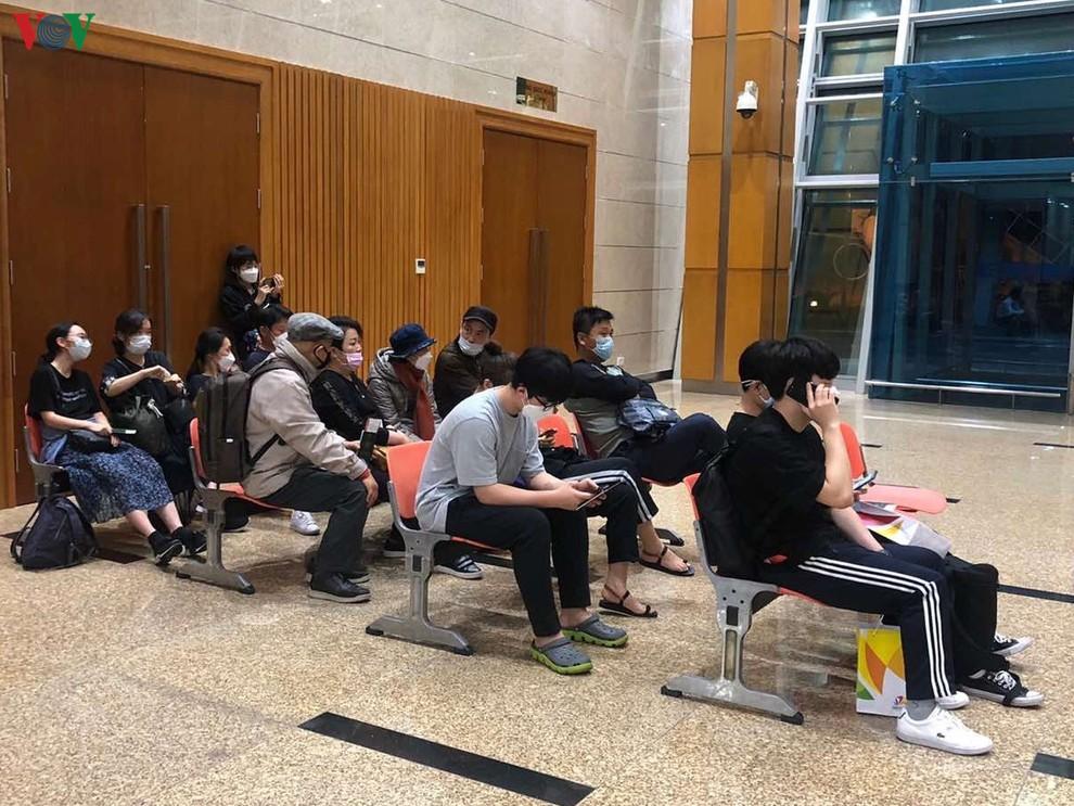 Đoàn khách Hàn Quốc không chịu cách ly đã rời Đà Nẵng lên máy bay về nước - ảnh 6