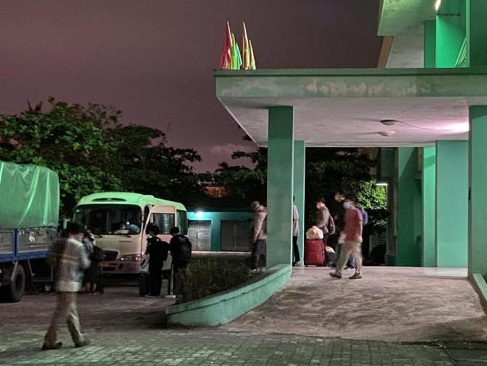 Đoàn khách Hàn Quốc không chịu cách ly đã rời Đà Nẵng lên máy bay về nước - ảnh 3