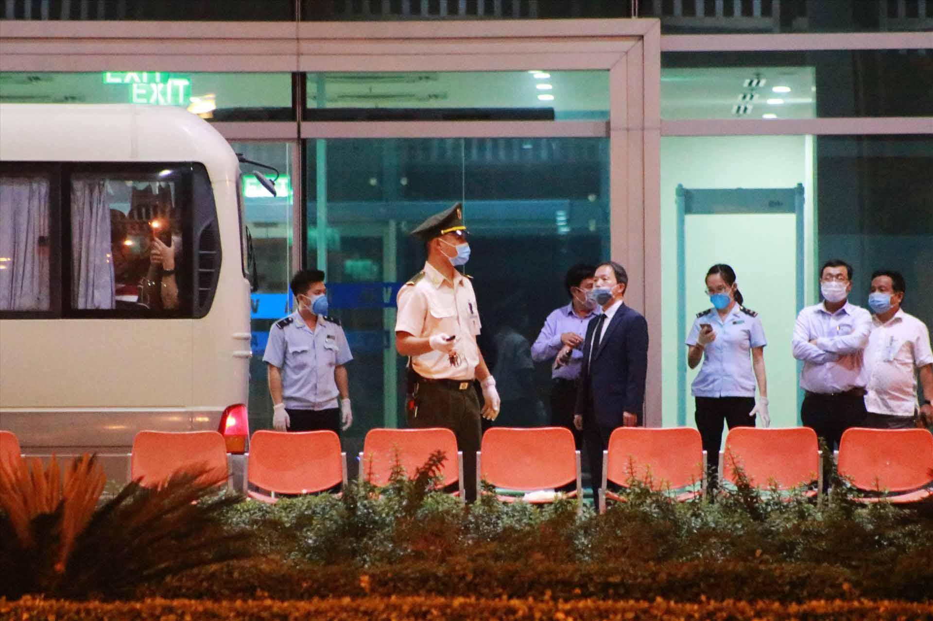 Đoàn khách Hàn Quốc không chịu cách ly đã rời Đà Nẵng lên máy bay về nước - ảnh 5