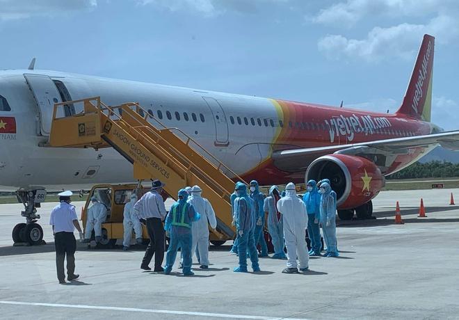 Đoàn khách Hàn Quốc không chịu cách ly đã rời Đà Nẵng lên máy bay về nước - ảnh 1
