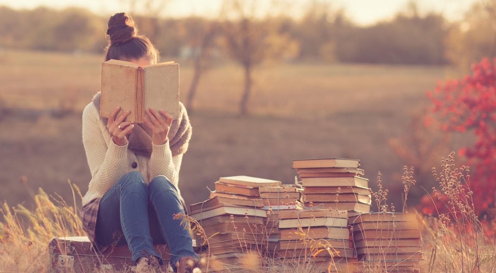 Lợi ích sức khỏe của việc đọc sách cầm tay so với đọc sách điện tử