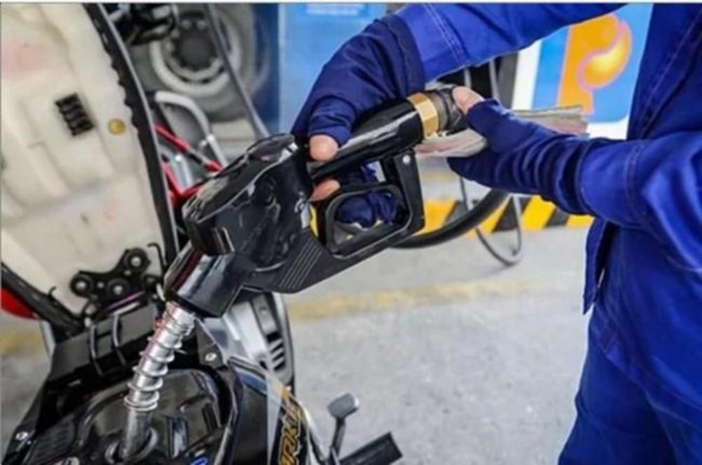 Giá xăng dầu đồng loạt giảm mạnh vào ngày Valentine. (Ảnh qua vnexpress)