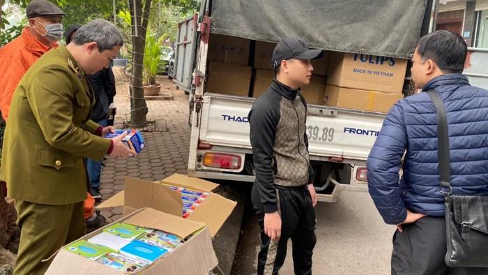 Hà Nội Người đàn ông gom 90.000 chiếc khẩu trang chờ tăng giá 4