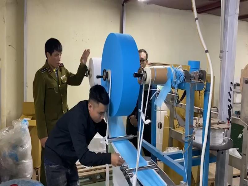 Hà Nội Phát hiện cơ sở sản xuất khẩu trang từ giấy vệ sinh 6