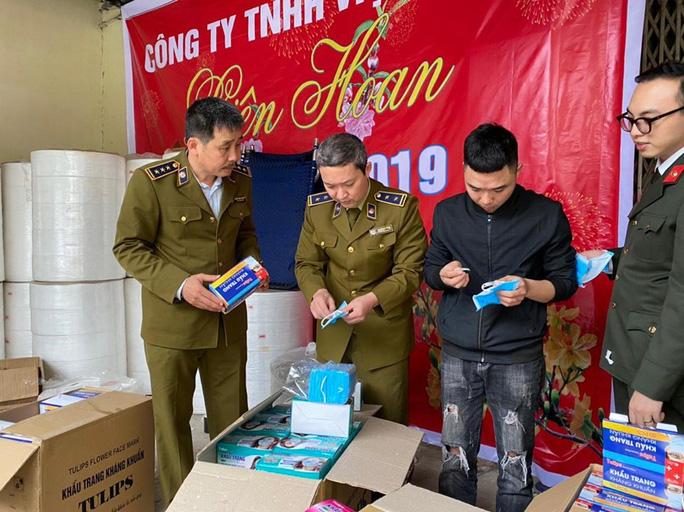 Hà Nội Phát hiện cơ sở sản xuất khẩu trang từ giấy vệ sinh