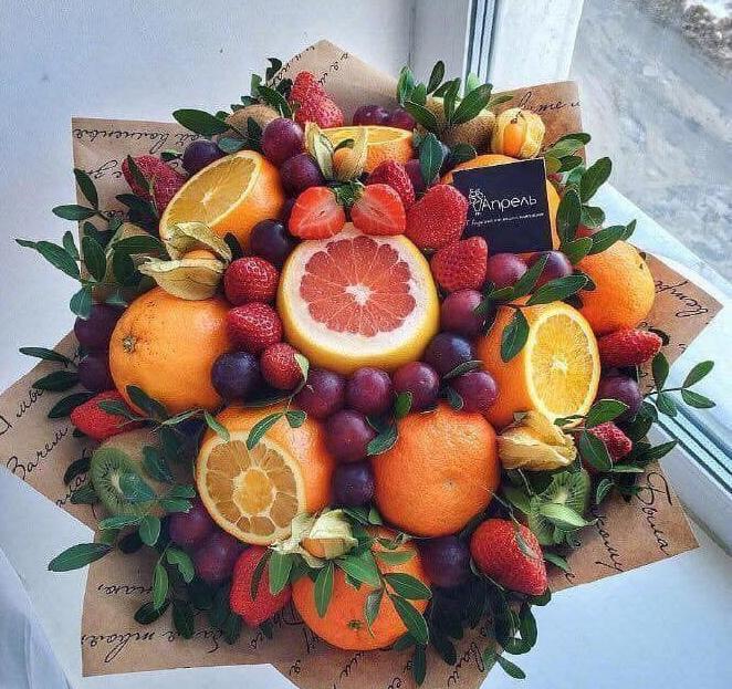 Bó hoa bằng socola hoặc trái cây tươi