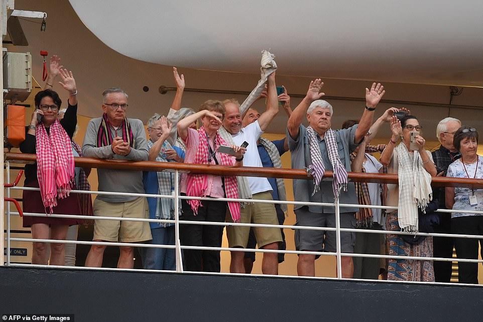 Khẩn cấp truy tìm hơn 1.000 du khách trên du thuyền cập cảng Campuchia 6