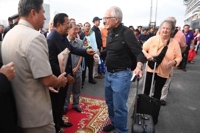Khẩn cấp truy tìm hơn 1.000 du khách trên du thuyền cập cảng Campuchia