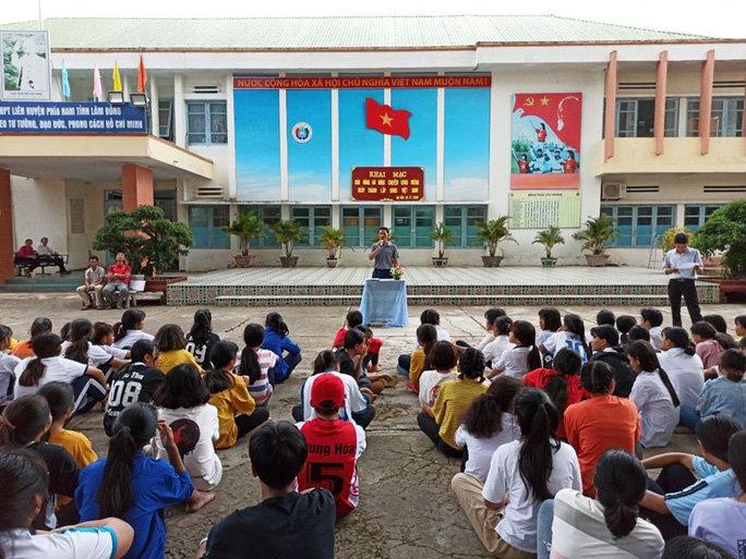 Lâm Đồng Cách ly 1 học sinh bị sốt cao sau khi tiếp xúc với 3 người Trung Quốc-anh1