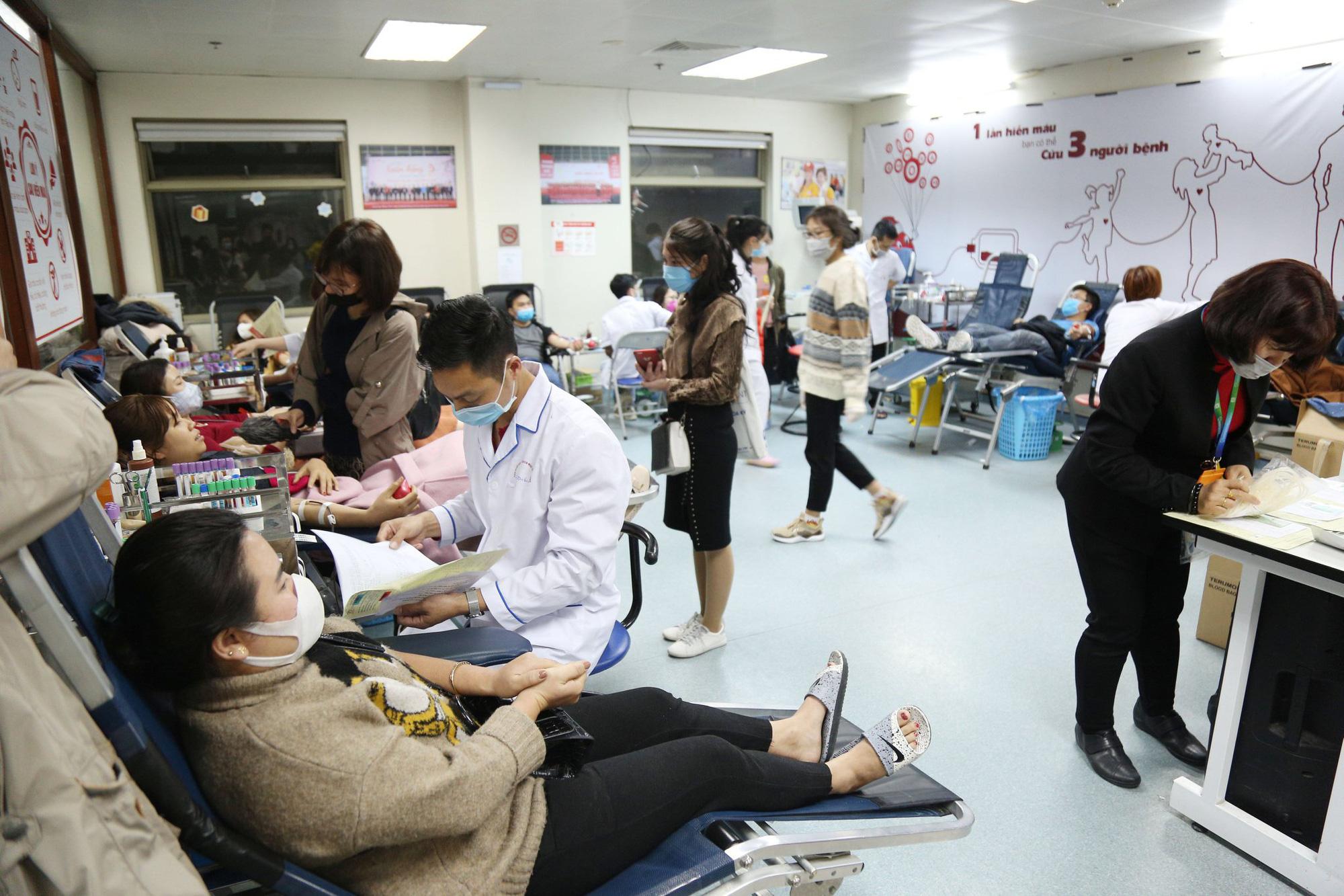 Lượng máu dự trữ chỉ đủ dùng trong 4 ngày, BV Việt Đức kêu gọi hiến máu-ảnh 5