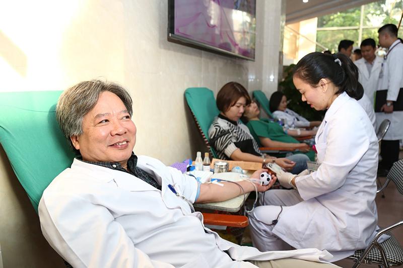 Lượng máu dự trữ chỉ đủ dùng trong 4 ngày, BV Việt Đức kêu gọi hiến máu-ảnh3