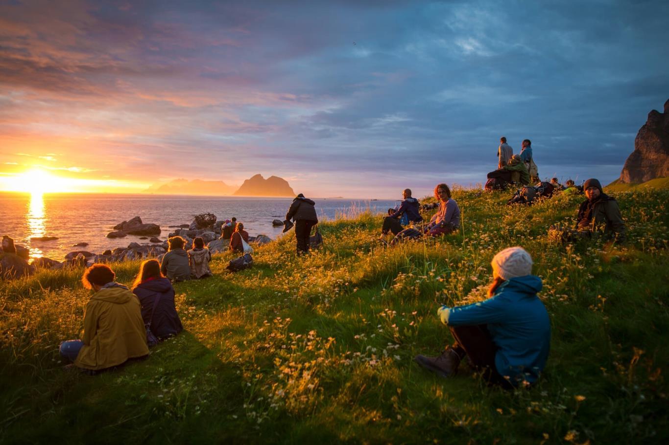 Na Uy là một trong những nơi mà bạn có thể tận mắt chứng kiến hiện tượng mặt trời lúc nửa đêm