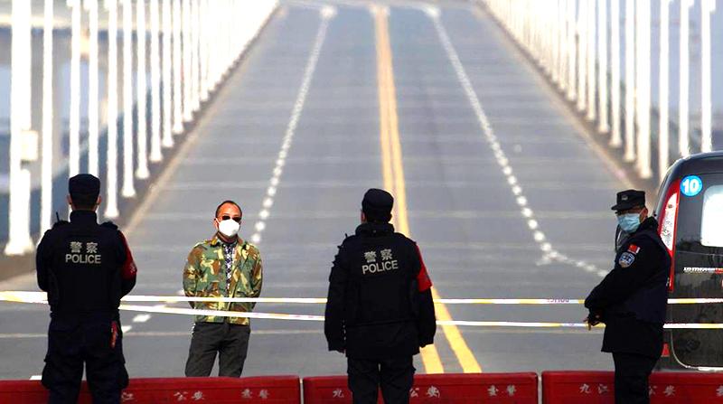 Thành phố Nam Xương đóng cửa: Mỗi gia đình chỉ cho 1 người ra ngoài 2 ngày 1 lần (ảnh 1)