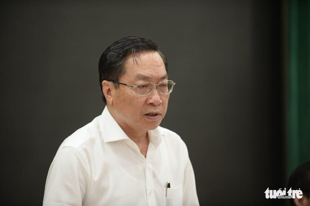 Ông Nguyễn Tấn Bỉnh, giám đốc Sở Y tế TP.HCM, báo cáo tại buổi làm việc. (Ảnh qua tuoitre)