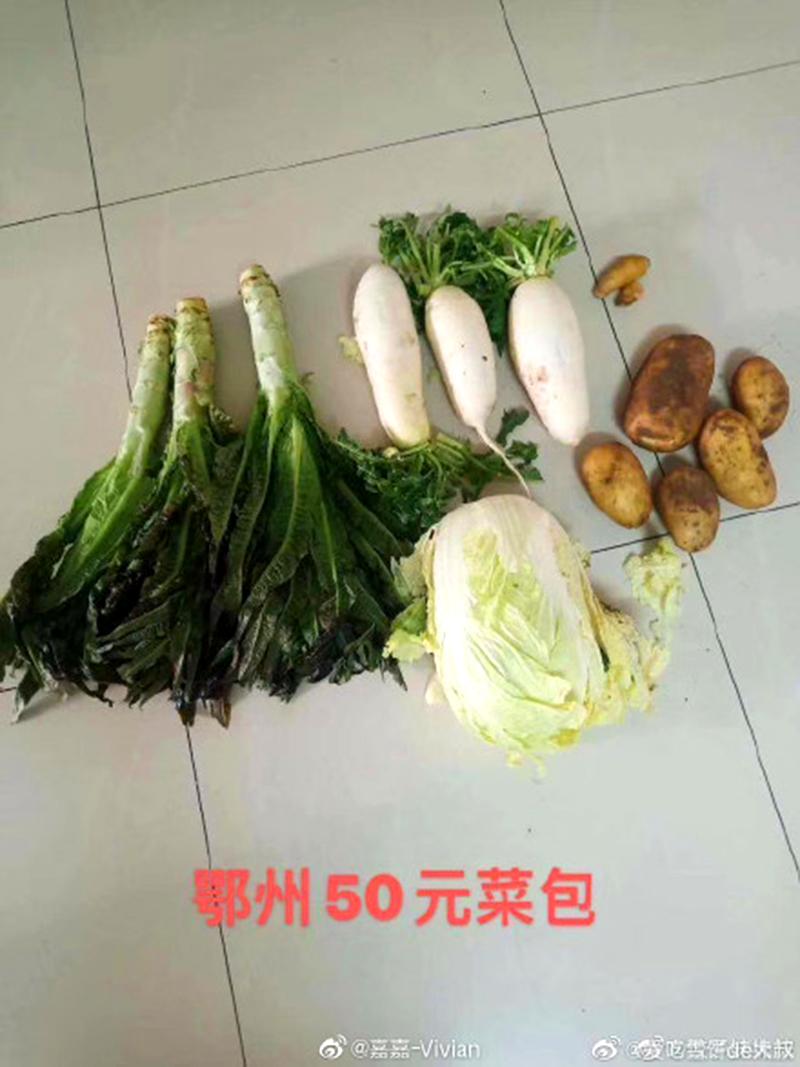 Hồ Bắc: Quan chức chia nhau rau quả quyên tặng, người dân muốn mua cũng không được (ảnh 3)