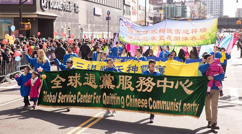 Dịch bệnh mất kiểm soát, người dân Trung Quốc ồ ạt làm 'tam thoái' để tự cứu mình (ảnh 1)