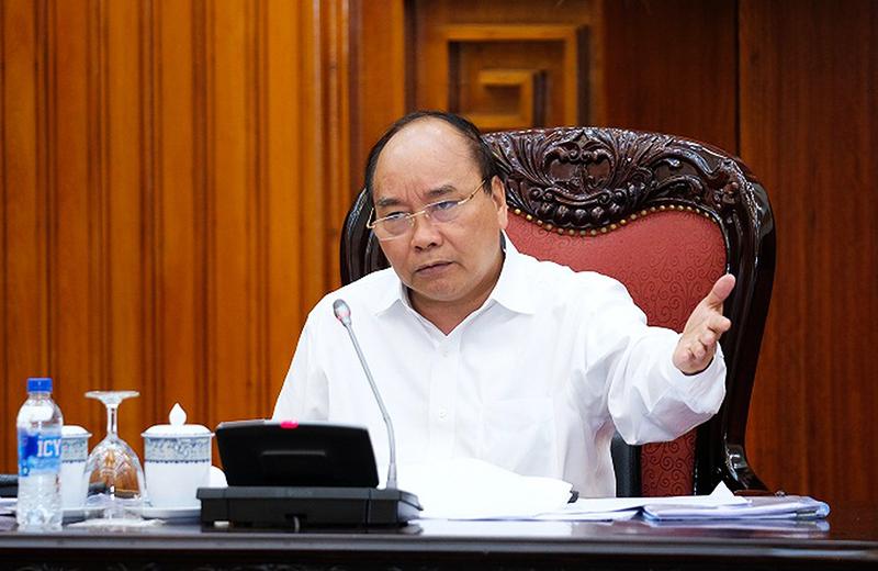 Thủ tướng Nguyễn Xuân Phúc yêu cầu các Bộ vào 'giải cứu' ngành đường sắt trước nguy cơ 'dừng chạy tàu vì hết tiền'. (Ảnh qua vietnamfinance)