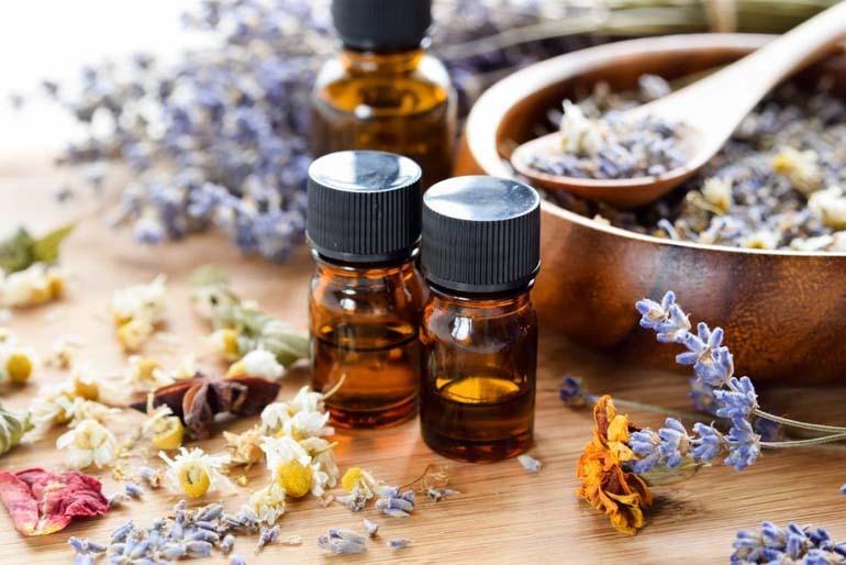 Tất nhiên các giải pháp đưa ra là mùi thơm và các loại tinh dầu được làm từ thực vật. Bạn cũng có thể chọn các sản phẩm tự nhiên không có mùi thơm. (ảnh)