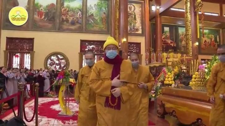 """Trụ trì chùa Ba Vàng đeo khẩu trang thuyết giảng sau khi bày cách """"hóa giải"""" dịch nạn virus corona -ảnh 5"""