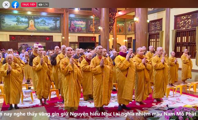 """Trụ trì chùa Ba Vàng đeo khẩu trang thuyết giảng sau khi bày cách """"hóa giải"""" dịch nạn virus corona -ảnh 7"""