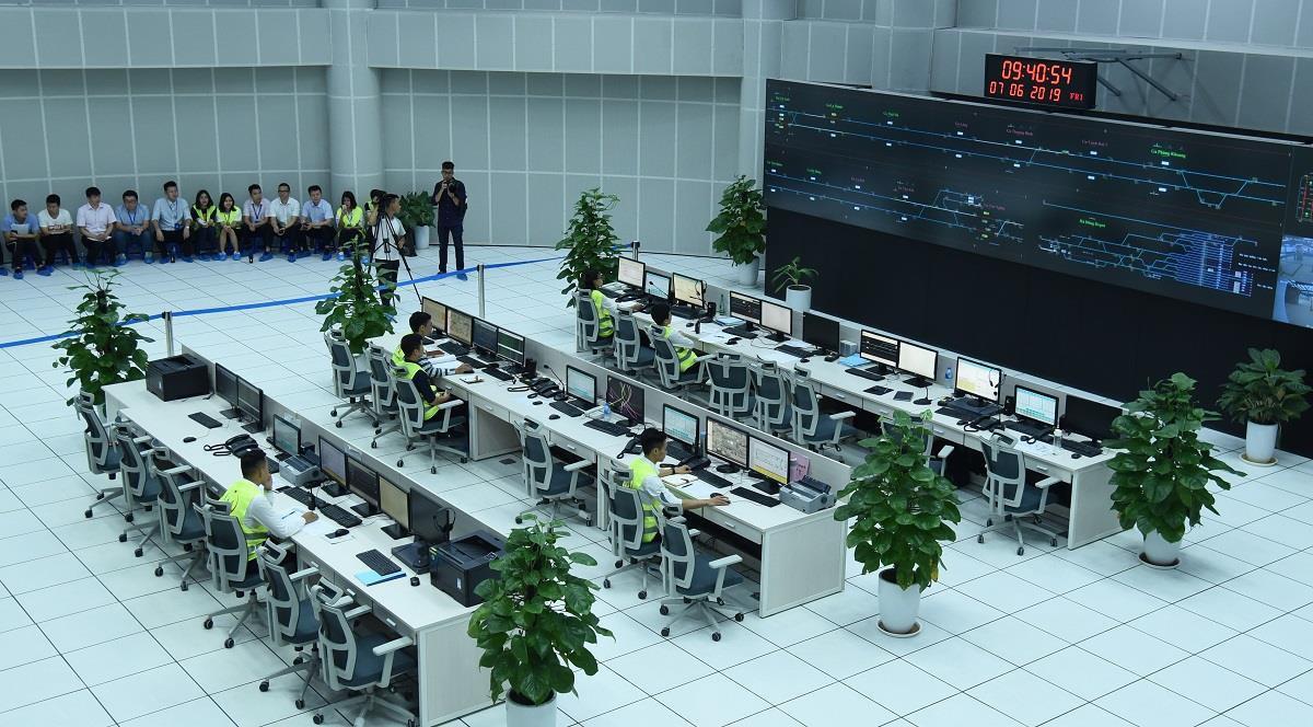 Trung tâm vận hành OCC của đường sắt Cát Linh - Hà Đông, nơi tập trung nhiều chuyên gia Trung Quốc làm việc. (Ảnh qua Zing)