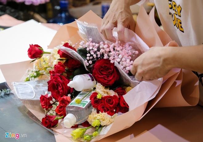 Bó hoa cồn sát khuẩn, gel rửa tay, khẩu trang