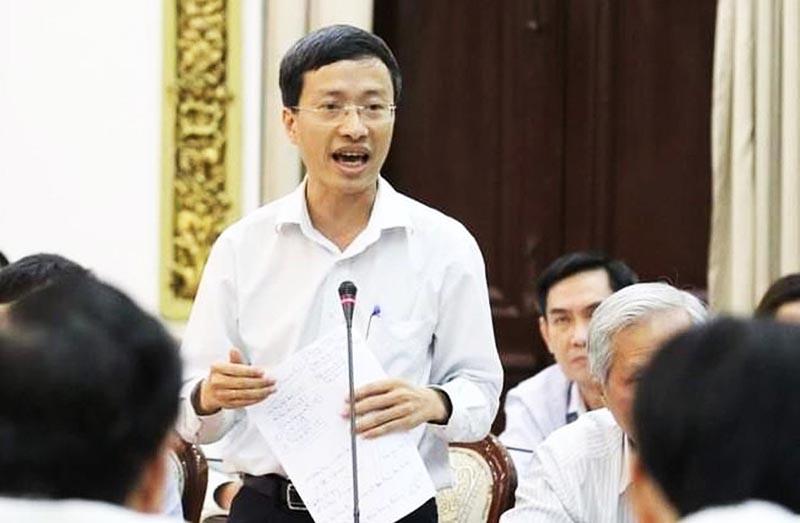 PGS-TS Phan Trọng Lân đang phát biểu tại cuộc họp của Ban chỉ đạo phòng, chống dịch bệnh COVID-19 tối 25/2. (Ảnh qua PLO)