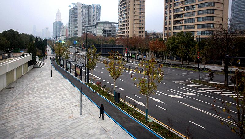 """""""Vũ Hán trông như một thành phố chết"""", hơn 100.000 người không được chẩn đoán (ảnh 2)"""
