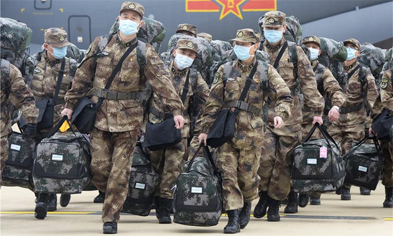 Các y bác sĩ quân đội Trung Quốc tới Vũ Hán ngày 13/2 để chống dịch viêm phổi virus Corona.