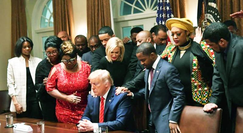 Tổng thống Donald Trump nói rằng cầu nguyện là thứ có sức mạnh to lớn nhất và có rất nhiều người Mỹ vẫn tin vào điều đó.