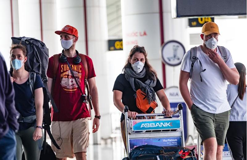 Từ ngày 22/3, Việt Nam tạm dừng nhập cảnh đối với tất cả người nước ngoài, người gốc Việt và thân nhân có giấy miễn thị thực.