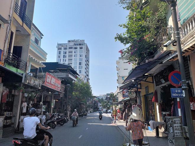 Cách ly 180 người ở Lào Cai, 26 người ở Huế tiếp xúc gần với du khách người Anh nhiễm Covid-19 3