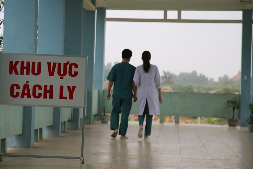 Những người đi cùng chuyến bay với người bị nhiễm bệnh đã được cách ly ở Bệnh viện chuyên khoa Lao và Bệnh phổi tỉnh Quảng Trị. (Ảnh qua laodong)