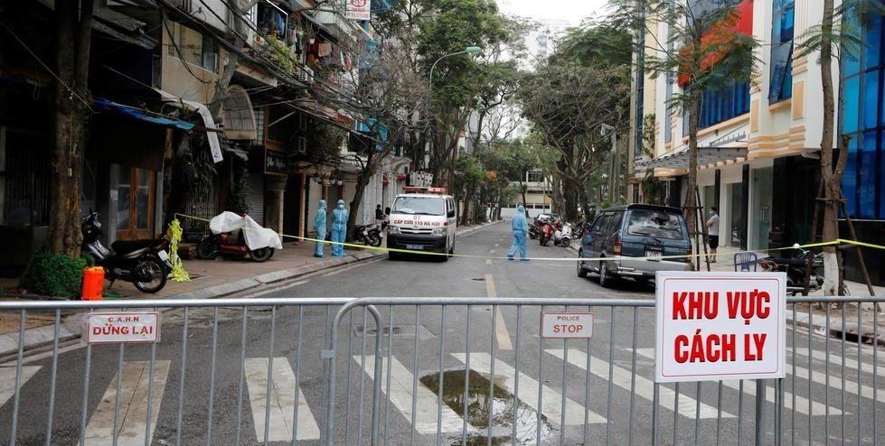 Hiện trường khu cách ly ở phố Trúc Bạch, Hà Nội liên quan đến bệnh nhân nhiễm Covid-19 thứ 17.