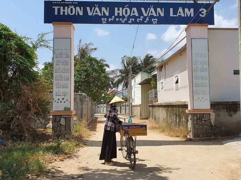 Khu dân cư thôn Văn Lâm 3, nơi ở của hơn 5.000 cư dân bị phong tỏa, cách ly từ tối 17/3. (Ảnh qua thanhnien)