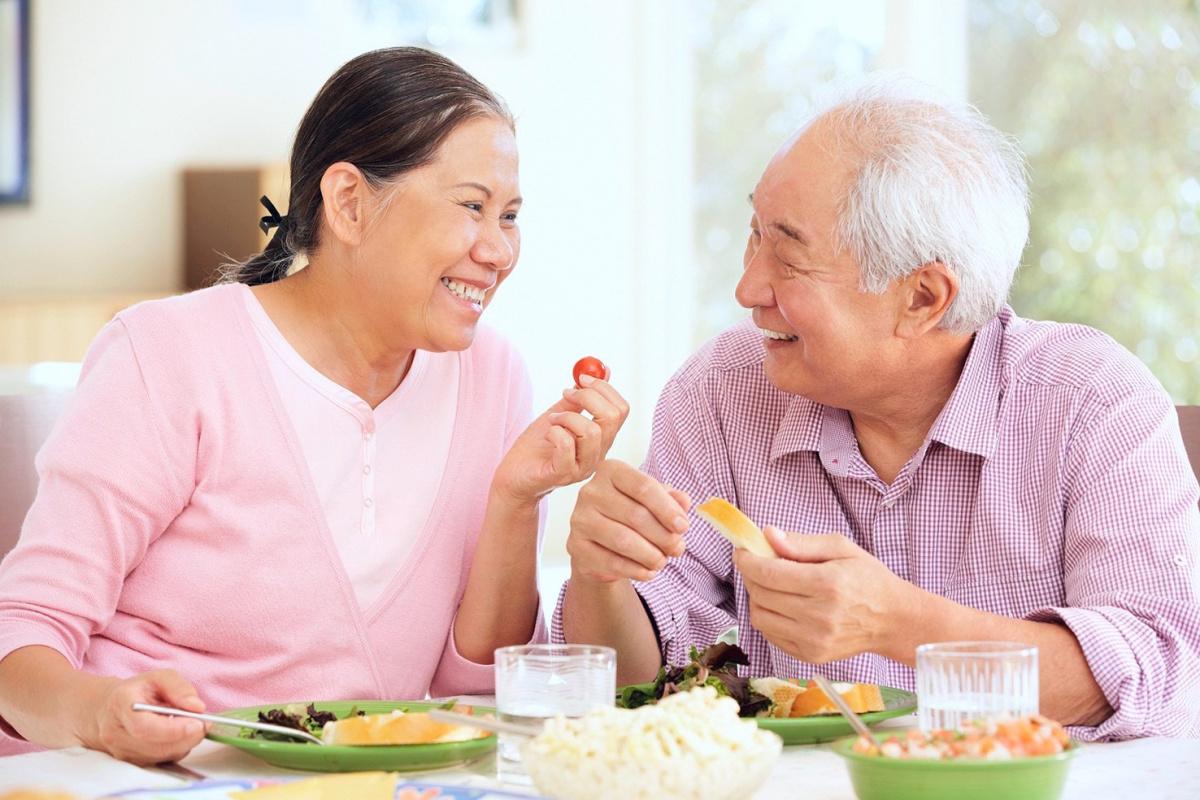 Người cao tuổi cần chú trọng bổ sung những dưỡng chất có lợi cho não bộ