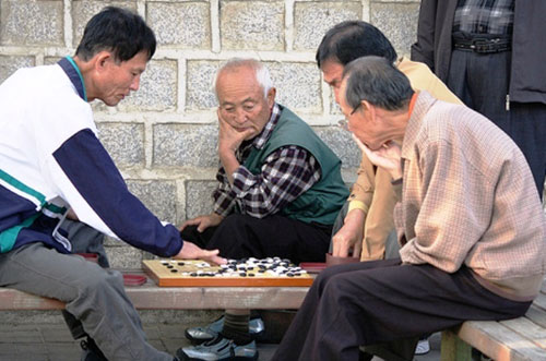 Áp dụng các trò chơi rèn luyện trí óc.