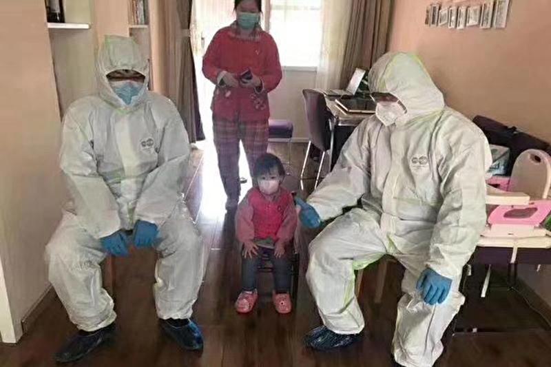 Người dân địa phương tiết lộ cảnh sát canh giữ ở trong nhà mình.