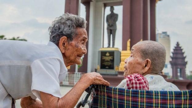 Hai chị em đã cùng nhau đi tour Phnom Penh