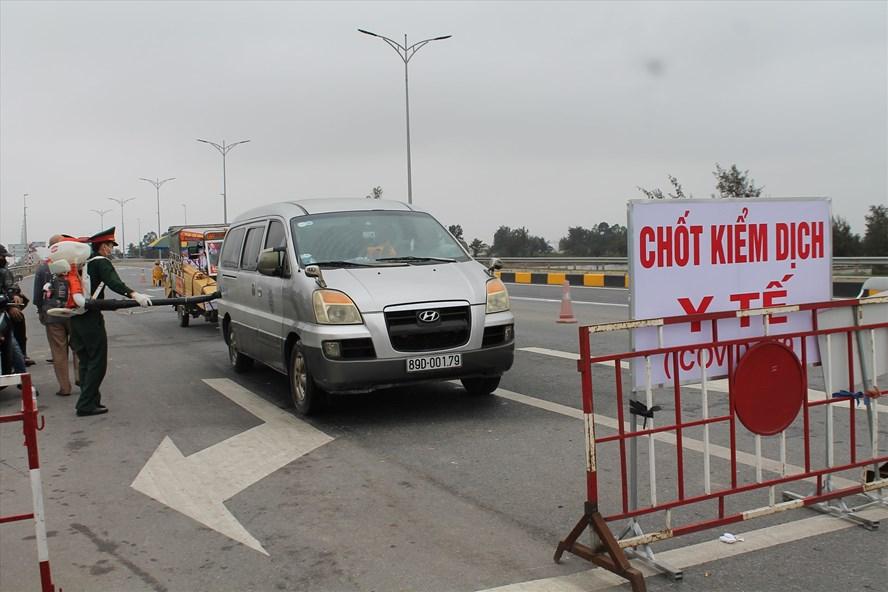 Chốt kiểm dịch y tế huyện Cát Hải (đặt trên cầu Tân Vũ - Lạch Huyện) phòng dịch viêm phổi Vũ Hán. (Ảnh qua laodong)