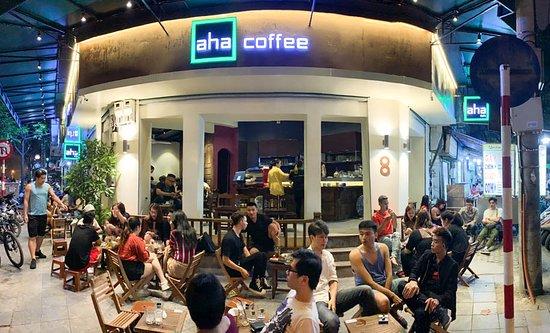 Chủ tịch Hà Nội khuyên tất cả người dân nên ở nhà, trừ ra ngoài mua đồ ăn. (Ảnh qua baodautu)