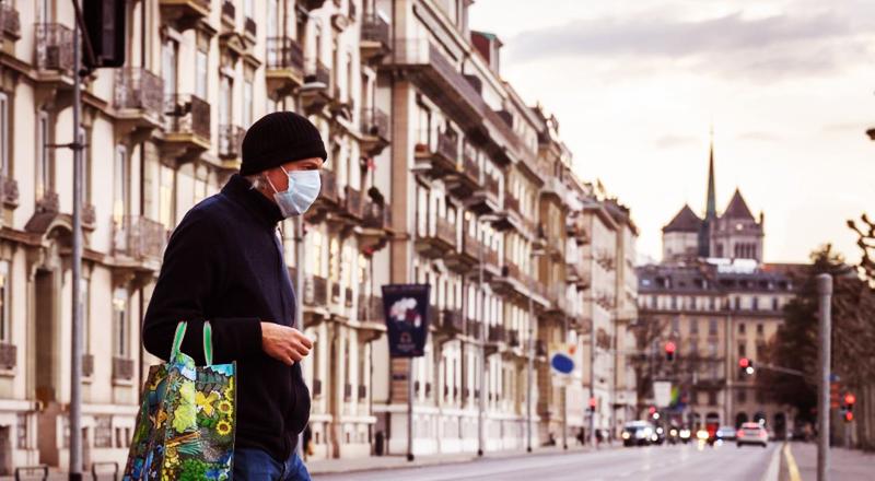 Người dân đeo khẩu trang tại thành phố Geneva