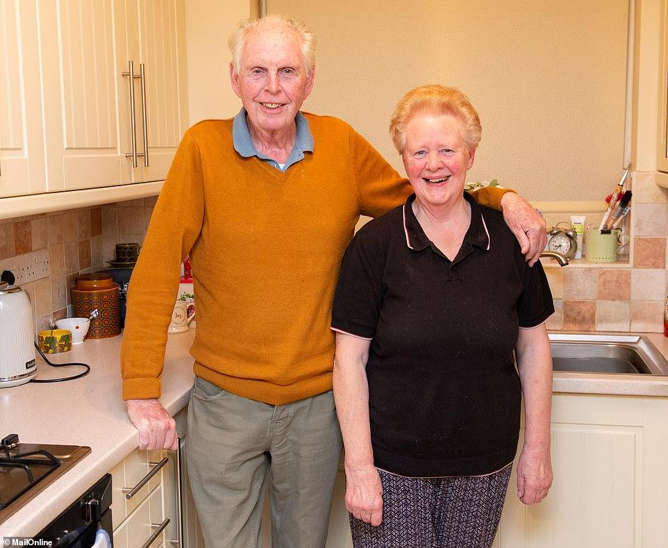 Ông Glynn cùng vợ của mình là Maureen.