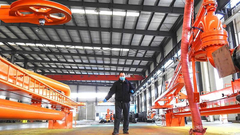 Các doanh nghiệp lớn ở Trung Quốc phải ngừng sản xuất do Âu Mỹ rút đơn hàng (ảnh 1)