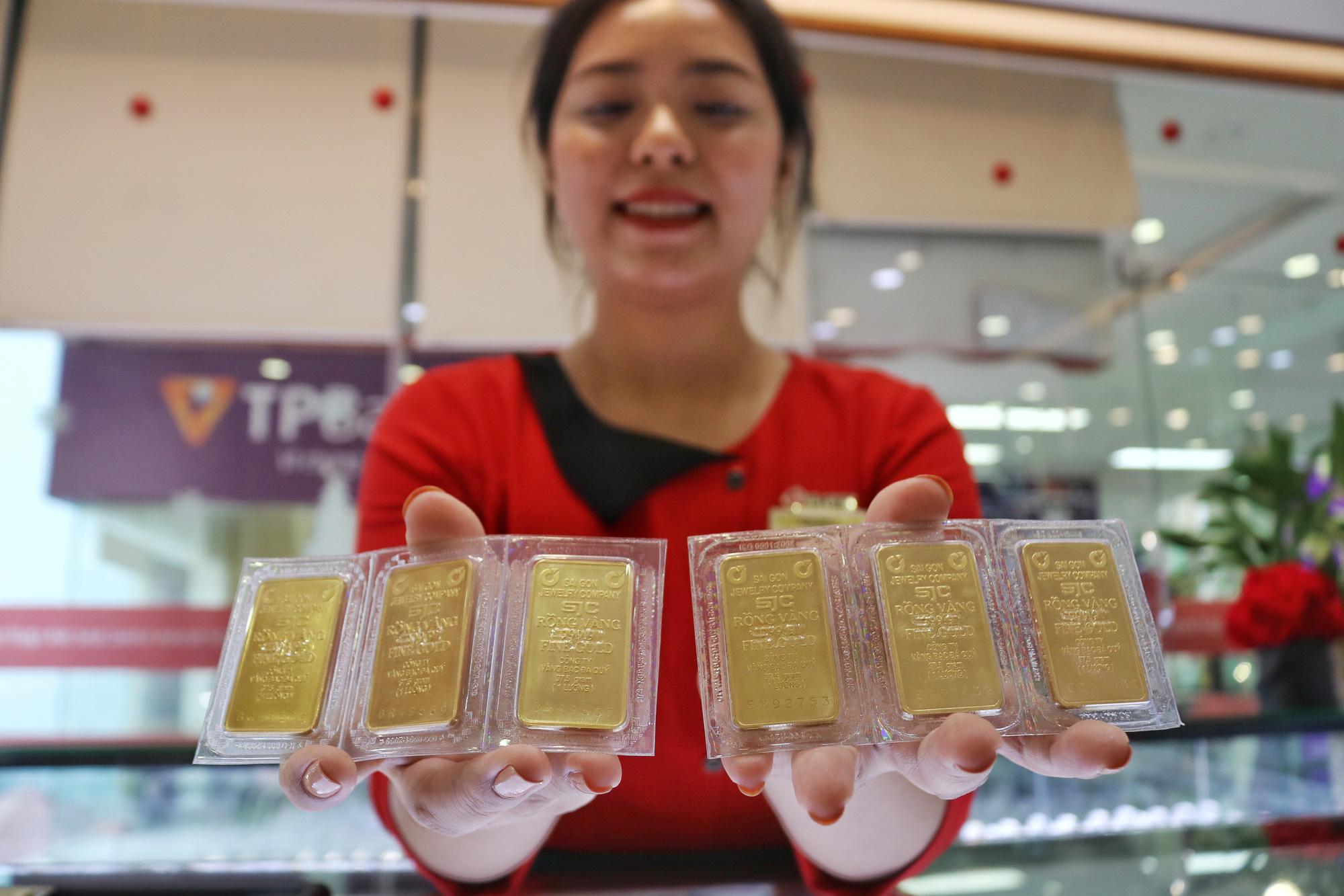 Giá vàng bật tăng trở lại sau khi FED hạ lãi suất về gần 0%. (Ảnh qua tuoitre)