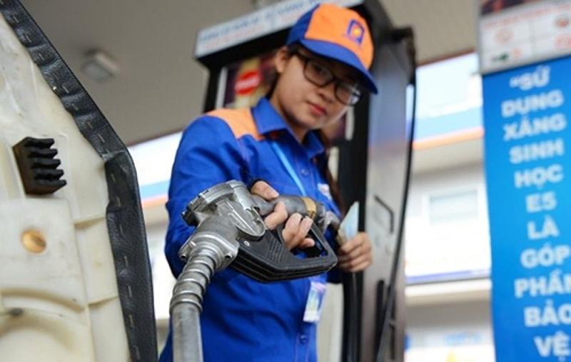 Giá xăng giảm còn khoảng 12.000 đồng/lít từ 29/03. (Ảnh qua Plo)